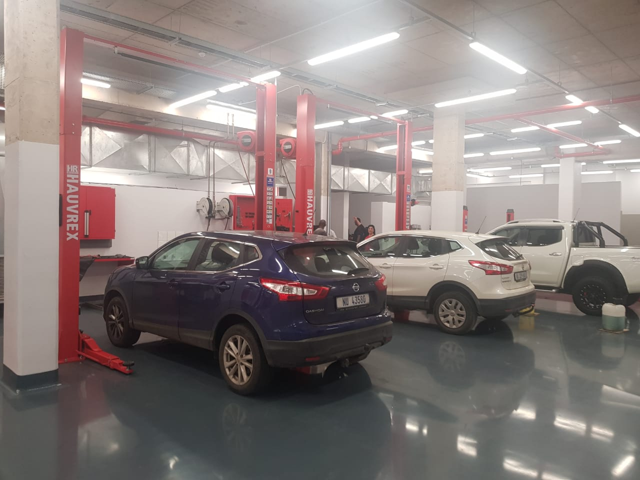 Service-Department-with-car